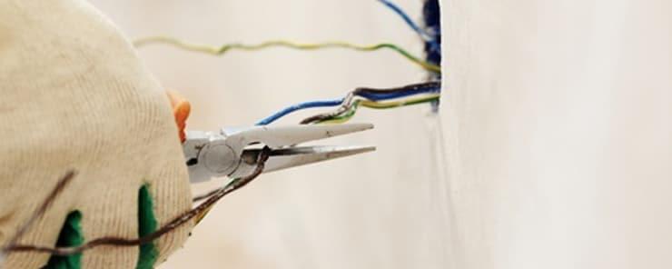 Licensed Commercial Electrician vs. DIY & Electrical Handyman