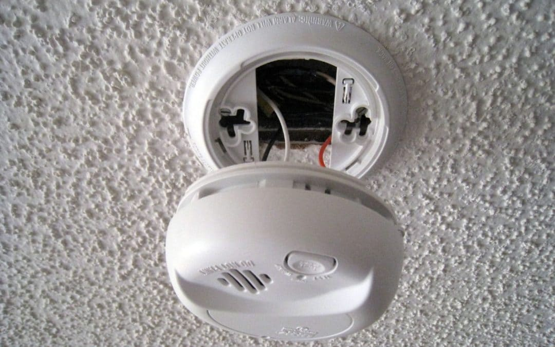 Who to Call for a Smoke Detector Repair